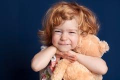 Kind und Teddybär Stockfotos