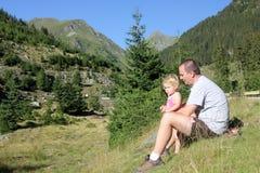 Kind und Vater im wilden Lizenzfreie Stockbilder