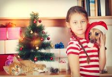 Kind und Weihnachten stockfotografie