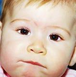 Kind untersucht die Kamera stockbild