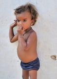 Kind van een slecht dorp dichtbij Khajuraho in India Stock Foto's