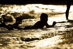 Kind in water royalty-vrije stock fotografie