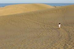 Kind in woestijn Royalty-vrije Stock Afbeelding