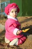 Kind in zandbak Royalty-vrije Stock Afbeeldingen