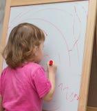 Kind zeichnet Gekritzel Stockbilder