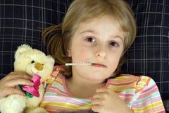 Kind Ziek in Bed Royalty-vrije Stock Afbeeldingen