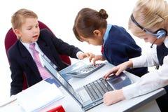 Kindarbeiten lizenzfreies stockfoto