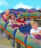Kinder auf Achterbahn Stockbilder