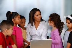 Kinder auf Computer Stockbilder