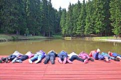 Kinder auf dem Pier Stockfotografie
