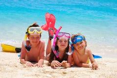 Kinder auf dem Strand Stockfotos