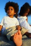 Kinder auf dem Strand Lizenzfreie Stockfotos