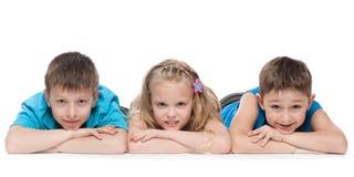 Kinder auf dem weißen Hintergrund Lizenzfreie Stockfotos