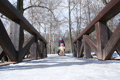 Kinder auf der Brücke Lizenzfreies Stockfoto