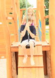 Kinder auf Kabelbahn Stockbild
