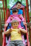 Kinder auf Plättchen Stockfotografie