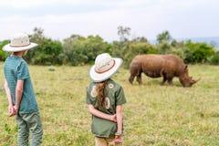 Kinder auf Safari lizenzfreie stockfotografie
