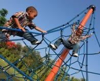Kinder auf Seilen Stockbilder