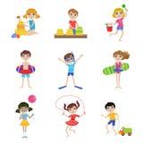 Kinder auf Sommer-Ferien-Satz Lizenzfreies Stockfoto
