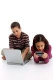Kinder auf weißem Hintergrund lizenzfreie stockfotografie