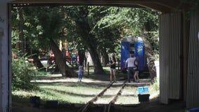 Kinder Bahn in Globa-Parkletztes Chkalov-Stadt Dnepropetrovsk stock video footage