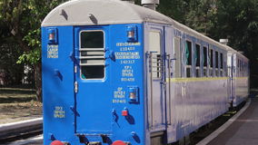 Kinder Bahn in Globa-Parkletztes Chkalov-Stadt Dnepropetrovsk stock video