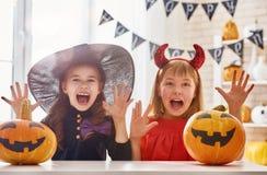 Kinder bei Halloween Stockfoto