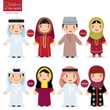 Kinder in den verschiedenen traditionellen Kostümen (Bahrain, Oman, Katar, Jo Lizenzfreie Abbildung