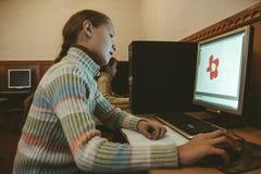 Kinder in der Computerklasse Lizenzfreie Stockfotos