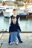 Kinder in der erwachsenen Kleidung Stockbilder