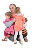 Kinder der Mannumarmung drei Stockfoto