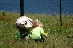 Kinder in der Natur Stockbild