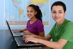 Kinder in der Schule lizenzfreie stockbilder