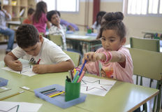 Kinder in der Schule Stockbild