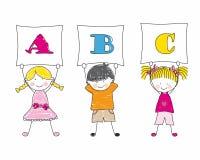 Kinder, die Alphabet zeigen Stockbilder