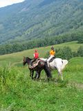Kinder, die in Altay-Berge reisen Lizenzfreies Stockfoto