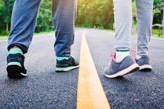 Kinder, die auf der Straße für Gesundheit laufen Lizenzfreie Stockbilder