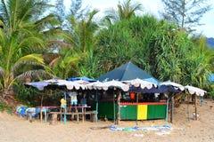 Kinder, die auf Karon-Strand spielen Lizenzfreies Stockfoto