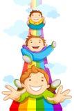 Kinder, die auf Regenbogen schieben Stockbild