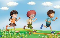 Kinder, die an den Hügeln laufen stock abbildung