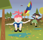 Kinder, die in der Natur spielen Stockfotos