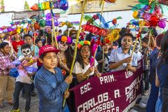 Kinder, die Dia de Muertos feiern Stockfotografie