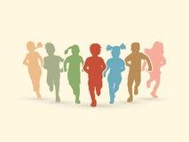 Kinder, die ein Rennen in der Wildnis laufen lassen Stockfotos