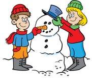 Kinder, die einen Schneemann aufbauen Stockfoto
