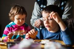 Kinder, die frühstücken Stockfotografie