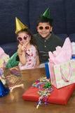 Kinder, die Geburtstagsfeier haben. Lizenzfreies Stockfoto