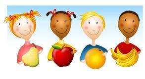 Kinder, die gesunde Nahrungsmittel anhalten