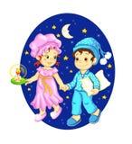 Kinder, die gute Nacht wünschen Stockbild