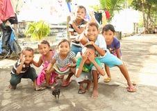 Kinder, die in Manado aufwerfen Lizenzfreie Stockbilder
