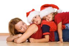 Kinder, die mit ihrer Mutter spielen stockbild